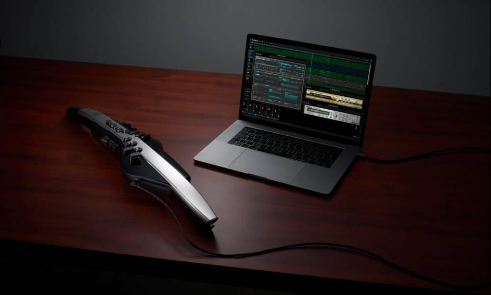 Aerophone Pro - автономный духовой MIDI-инструмент от Roland
