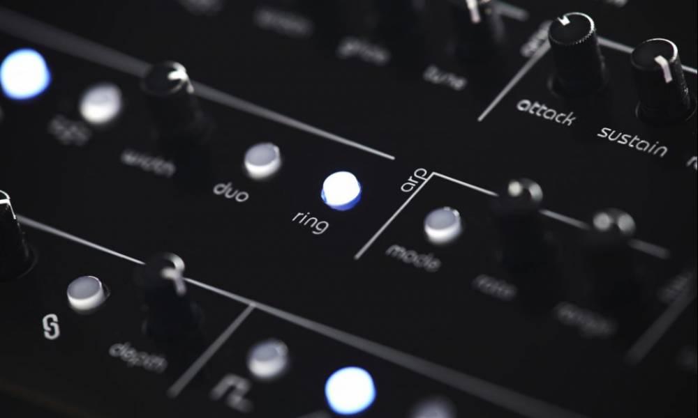 TherapKid: синтезатор в духе 80-х от Twisted Electrons